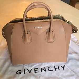 Givenchy Antigona- medium size bag